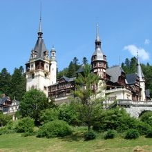 Small-Group day trip Bran Castle and Rasnov Fortress Tour from Brasov - Peles Castle