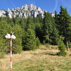 Backpacking Romania, Bucegi mountains - Ciubotea ridge and Gaura Valley